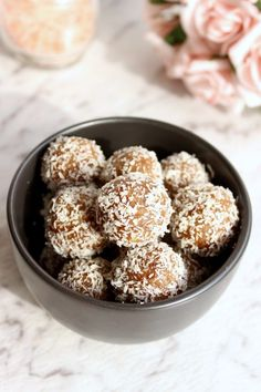These salted caramel bliss balls are healthy, refined sugar free, dairy free and just as delicious as the real-deal salted caramel. Sugar Free Recipes, Almond Recipes, Raw Food Recipes, Sweet Recipes, Clean Recipes, Vegan Food, Healthy Recipes, Keto Recipes, Dessert Recipes