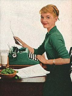 Raise your hand if you like vintage typewriters. Now keep your hand raised if you actually use vintage typewriters. Retro Typewriter, Antique Typewriter, Royal Typewriter, Portable Typewriter, Retro Office, Vintage Office, Retro Images, Vintage Pictures, Vintage Advertisements