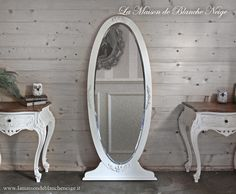 Shabby chic mirror  http://www.lamaisondeblancheneige.it/sito_eng/a_s_narciso.htm
