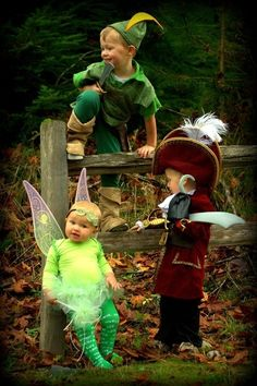 I think I found my kids halloween costumes :) Peter Pan, Tink, and Captain Hook Sibling Halloween Costumes, Sibling Costume, Cute Costumes, Family Costumes, Halloween Kostüm, Baby Costumes, Family Halloween, Holidays Halloween, Diy Halloween Games