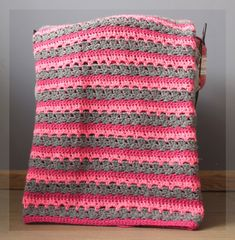 I hope you have enjoyed this beautiful crochet, the free pattern is HERE so you can make a beautiful crochet. Crochet Home, Knit Or Crochet, Learn To Crochet, Baby Blanket Crochet, Free Crochet, Crochet Designs, Crochet Patterns, Granny Stripes, Manta Crochet