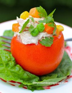 This Stuffed Tomatoes with Tuna Salad (Tomates Rellenos de Atún) recipe is great for entertaining. One Pot Meals, No Cook Meals, Easy Meals, No Carb Recipes, Healthy Recipes, Summer Recipes, Fall Recipes, Colombian Cuisine, Salad Dishes