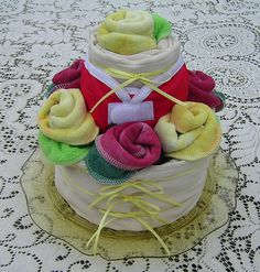 cloth diaper cake made with 7 organic prefolds, 7 cloth wipes, and 1 Thirsties XS diaper cover Cloth Diaper Cakes, Diaper Cake Boy, Cloth Diapers, Pamper Cake, Fingerfood Baby, Diaper Cake Instructions, Diaper Wreath, Baby Finger Foods, Getting Ready For Baby