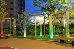 7色の光とミストで幻想的な空間を演出。遠くからでも人目を惹くオーロラモニュメント。 #lightingmeister #gardenlighting #outdoorlighting #exterior #garden #lightup #pinterest #aurora #rainbow #park #fantastic #light #オーロラ #レインボー #公園 #幻想的 #子ども #ポップ #照明