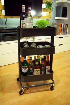 IKEA Raskog trolley can be used as a mini-bar - Ikea DIY - The best IKEA hacks all in one place Bar Ikea, Ikea Bar Cart, Diy Bar Cart, Gold Bar Cart, Bar Cart Decor, Bar Cart Styling, Bar Carts, Mini Bars, Home Bar Furniture