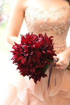 Bouquet Images, One Shoulder Wedding Dress, Crown, Wedding Dresses, Flowers, Fashion, Bride Dresses, Moda, Corona