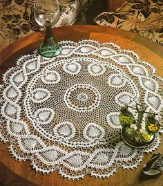 Free pattern for this gorgeous crochet table center…..pattern is over 2 pages