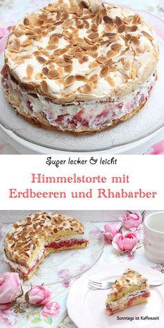Diese Himmelstorte mit Erdbeeren und Rhabarber ist ein Traum! In Kombination mit Erdbeeren, Baiser, gerösteten Mandelnsplitter und Sahne verwandelt sich Rhabarber in einen knusprig süßen Tortentraum. #rhabarber #erdbeeren rhabarberrezepte #erdbeerenrezepte #himmelstorte #deutsch #food #torte #backen