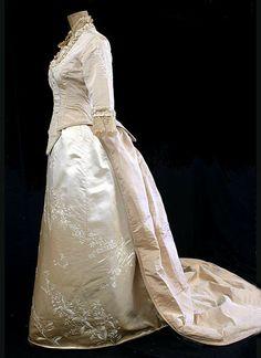 Early Edwardian wedding gown