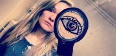 Um Telemóvel + Um Espelho + Muita Criatividade = Selfies Brutais