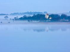 En eftermiddag op til julen 2008, hvor Hvornum Kirke og Klejtrup sø viste sig fra sin bedste side.