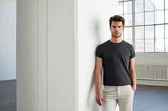 Algorithmically Fitted T-Shirts - Son of a Tailor's Made-to-Order Garments Promise a Perfect Fit (TrendHunter.com) - (TrendHunter.com ) Due to the popularity of fast fashion, most t-shirts available in stores are mass-produced, and designed based on generic sample sizes that don't fit everyone, which is why Son of a Tailor is...