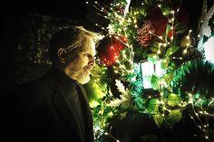 """5,097 Me gusta, 116 comentarios - Miguel Bosé Oficial (@miguelbose) en Instagram: """"La Navidad también llegó a mi casa en CDMX de la mano de mi amiga Gaby y este mundo es el que…"""" Miguel Bose, Christmas Tree, Holiday Decor, Instagram, Fictional Characters, World, Christmas Garden, Merry Christmas, Fairytail"""