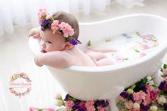 A growing trend among families for both pregnant and newborn photo shoots is the milk bath trial. + Uma tendência que vem crescendo entre as famílias, tant