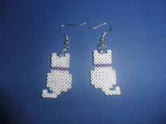 Gatos blancos hechos con hama beads
