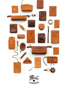 Each piece of Il Bisonte cowhide is unique, just like each one uf us. with the passing of time and depending on how the Il Bisonte creation…I loved these small and sober earphone holders❤️Da man april may things leatherNo photo descript Leather Art, Leather Gifts, Leather Pouch, Leather Design, Leather Tooling, Leather Jewelry, Leather Purses, Leather Key Holder, Crea Cuir