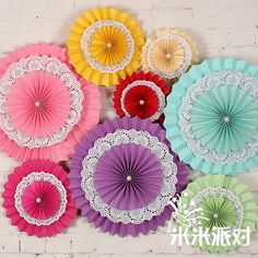 Origami for Everyone – From Beginner to Advanced – DIY Fan Paper Fan Decorations, Birthday Decorations, Diy Flowers, Paper Flowers, Cardboard Crafts, Paper Crafts, Paper Doilies, Paper Fans, Party Packs