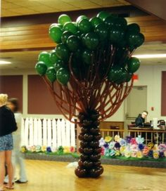 Balloon tree. Could do with just cardboard trunk. Maybe no long balloons for branches but good idea, would like to try. (NOTE:  this image does NOT link to a valid page)