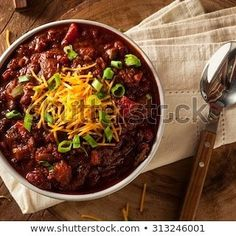 Best Chilli Con Carne Recipe, Use beef mince for economy and make it stretch by adding kidneys beans . This Easy chilli con carne recipe by HungryForever. Chili Recipes, Mexican Food Recipes, Soup Recipes, Healthy Recipes, Dinner Recipes, Zoodle Recipes, Pumpkin Recipes, Copycat Recipes, Appetizer Recipes