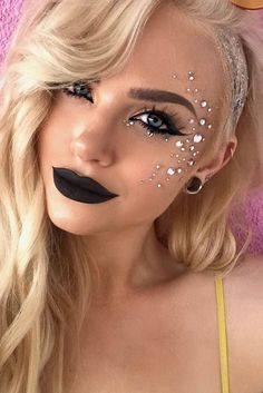 34 Lovely Women Party Makeup Ideas #makeupideasparty