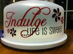 cake carriers decorated with vinyl - Bing Images Cricut Cake, Cricut Vinyl, Cricut Apps, Vinyl Decals, Vinyl Crafts, Vinyl Projects, Cupcake Container, Glass Cookie Jars, Cake Stand With Dome