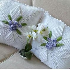 Crochet Blanket Vintage Projects 64 Ideas For 2019 Crochet Cushion Cover, Crochet Pillow Pattern, Crochet Motifs, Crochet Cushions, Crochet Flower Patterns, Pattern Flower, Crochet Braids, Crochet Yarn, Free Crochet
