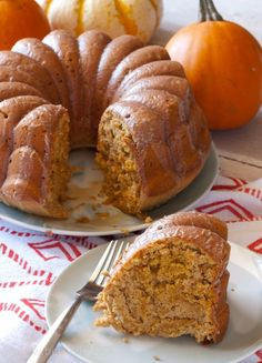 Low Calorie Pumpkin Spice Bundt Cake Recipe. Lighten up your holiday table with this fall dessert for under 150 calories per serving. #ZingBakingBlend #SkExperts {ad}