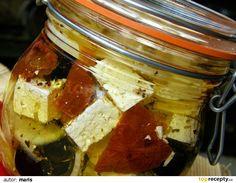 Sýr nakrájíme na menší kostičky, vložíme do dobře uzaviratelné sklenice, přidáme olivy, sušená rajčata, překrájená na menší kousky, proužky... Cheese, Food, Essen, Meals, Yemek, Eten