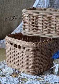 Newspaper Basket, Newspaper Crafts, Cane Baskets, Baskets On Wall, Paper Furniture, Wicker Furniture, Willow Weaving, Basket Weaving, Pine Needle Crafts