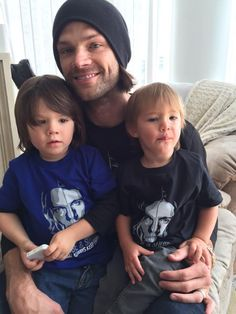 Jared Padalecki Turns Interesting Facts and Photos of Sam Winchester from 'Supernatural' Jared Padalecki Supernatural, Jensen Ackles Jared Padalecki, Jensen And Misha, Supernatural Tv Show, Thomas Padalecki, Sam Winchester, Winchester Brothers, Cute Family Pictures, Cw Series
