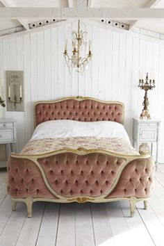 leah loverich blog - vintage bedroom décor ideas