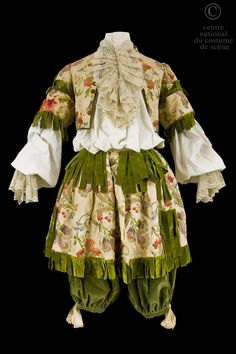 Opera National de Paris Costume seventeenth-century Louis XIV style, short doublet and rhingrave brocaded beige silk flowers, lace trim and ribbons of green velvet.