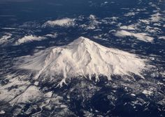 Cool picture of Mt. Shasta(Cool Pictures Of Nature) Cool Pictures Of Nature, Cool Photos, Amazing Photos, Beautiful Places In Usa, Mount Shasta, Science Nature, Earth Science, Northern California, Aerial View