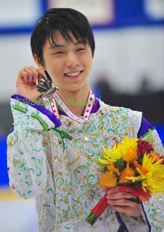 Congrats on the gold at the autumn classic yuzu. Way to start off your season on a high note. ❤