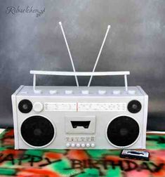 Ghettoblaster Torte mit Fondant Kassette - Boombox cake with fondant tape