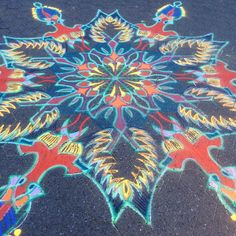 Union Square sand painting December 20    Follow me on Facebook http://www.facebook.com/joe.mangrum.art When sharing please include my links Ⓒ 1994-2015 Joe Mangrum http://www.joemangrum.com #sandart #sandpainting #NYC @joemangrum #colorful #art #streetart #art #streetlife To order T-shirts and more: j.mp/6colormangrum