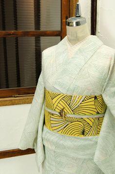 ハーブグリーンの繊細な曲線が形作る幾何学模様がモダンな遊び心をさそう絣風の夏着物です。 #kimono