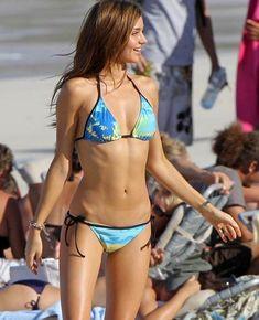 Miranda Kerr Young, Miranda Kerr Style, Miranda Kerr Body, Miranda Kerr Bikini, Most Beautiful Models, Beautiful People, Girls Bathing Suits, Cute Bikinis, Beach Girls