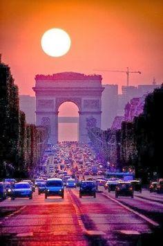 Avenue des Champs-Élysées, Paris.