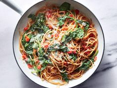 This one-pot pasta dinner is simple, fresh, and healthy—what's not to love? Cooking the pasta right in the sauce saves time and cleanup while infusing the noodles with more flavor. This speedy recipe … Pasta Recipes For Babies, Healthy Pastas, Healthy Recipes, Healthy Dinners, Diet Recipes, Easy Dinners, Cooking Tomatoes, Cooking Bacon, Cooking Light Recipes