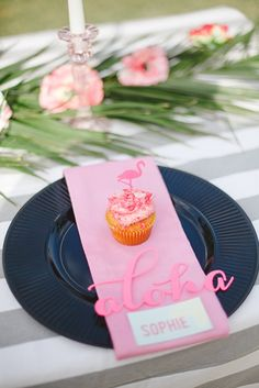 Pink and black place settings - pink flamingo