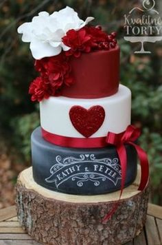Lindo padtel,rojo,blanco,negro red white and black with a big heart wedding cake