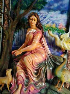 Saraswati Murti, Saraswati Goddess, Kali Hindu, Anatomy Sculpture, Ganesh Lord, Ganesh Idol, Lord Ganesha Paintings, Indian Actress Images, Lakshmi Images