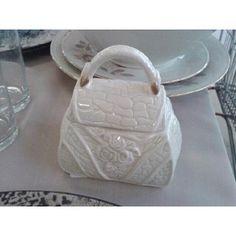 SOPRAMOBILE A FORMA DI BORSA IN CERAMICA APRIBILE PORTA COSINE | http://www.cesena.mercatinousato.com/oggettistica/sopramobile-borsa-ceramica-/602444