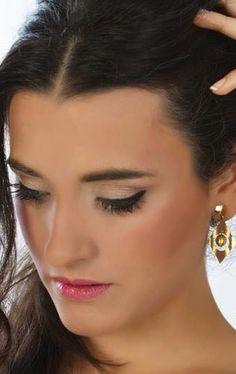 Ojos Naked de Urban Decay. Eyeliner Dior. Labios rosa MAC