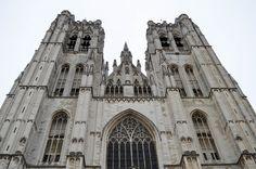 Cathédrale Saints-Michel-et-Gudule de Bruxelles. #brussels #belgium Saint Michel, Notre Dame, Saints, Building, Travel, Brussels, Belgium, Viajes, Buildings