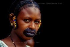 Africa   A Fulani girl peers from her doorway. Mopti, Mali   ©Rosemary Sheel