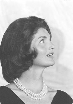 Mrs~~ackie Kennedy and her iconic pearls. ♡❀❁❤❁❤❁❤❁❤❁❤♡❀ http://en.wikipedia.org/wiki/Jacqueline_Kennedy_Onassis