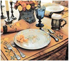1970s Decor, Retro Room, Retro Table, Casual Elegance, Table Settings, Dinner, Interior Design, Elegant, Hem