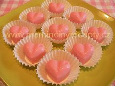 Jahodová srdíčka Mini Cupcakes, Food And Drink, Chocolate, Drinks, Ds, Advent, Gummi Candy, Drinking, Beverages